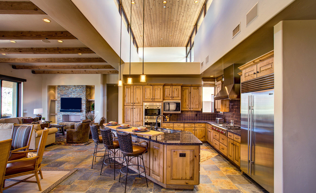 Open floorplans, high ceilings and luxury kitchens are a must for luxury buyers. We have them all in our Dove Mountain homes.