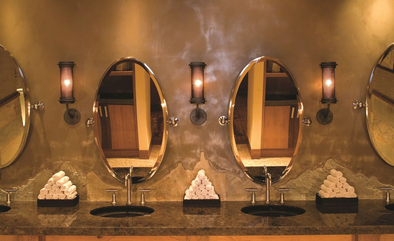 Luxury bathrooms at The Golf Club, just another perk for homeowners of the luxury Dove Mountain homes at The Ritz-Carlton Residences.