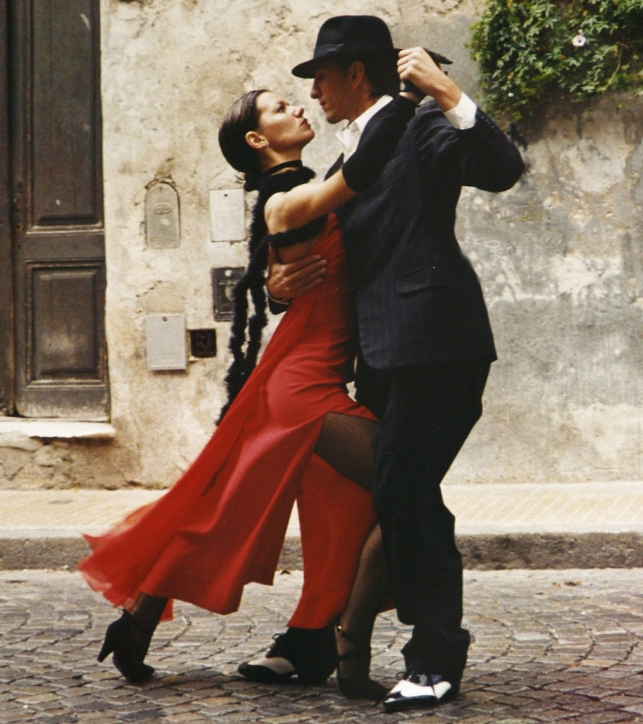 Man and woman tango. Learn the best places for dance lessons in Tucson